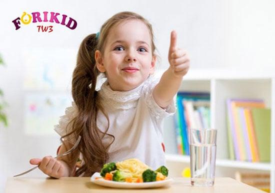 Trẻ thích thú khi ăn những thực phẩm giúp trẻ ăn ngon miệng