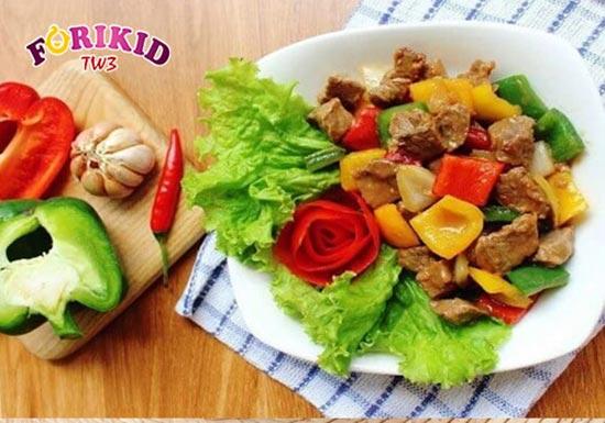 Thịt bò xào rau củ món ăn nhiều màu sắc kích thích trẻ ăn ngon miệng hơn