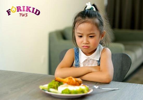 Nhiệt miệng gây sưng đau khiến trẻ lười ăn