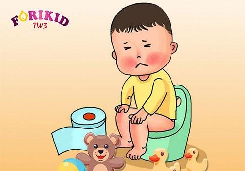 Có rất nhiều nguyên nhân dẫn tới tình trạng trẻ 2 tuổi bị táo bón ra máu