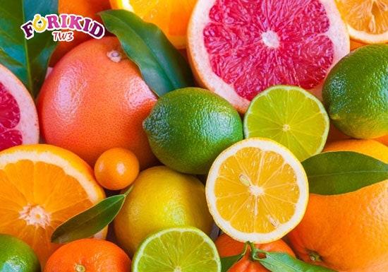 Bổ sung các loại trái cây như cam, bưởi... sẽ giúp cơ thể thanh nhiệt và cải thiện tình trạng rôm sảy cho trẻ
