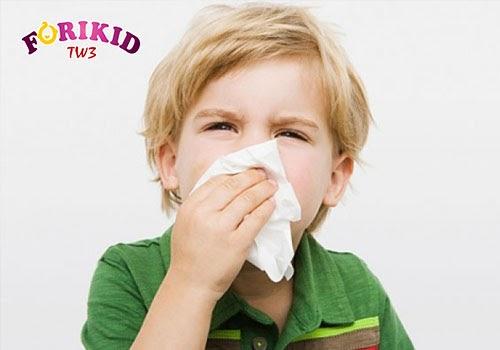 Rất nhiều trẻ sợ mùi hôi của nhà vệ sinh dẫn đến tâm lý nín nhịn và táo bón