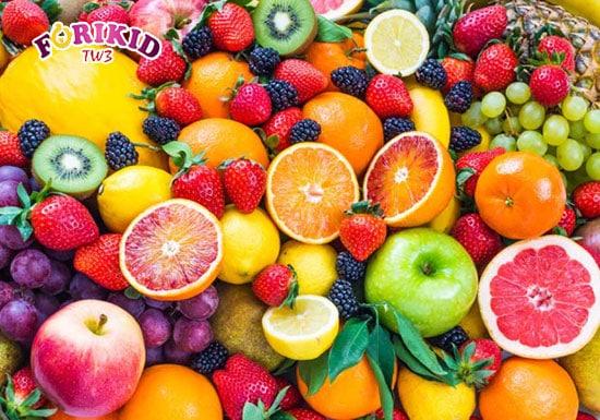 Hoa quả là nguồn Vitamin tự nhiên vô cùng tốt cho trẻ mới ốm dậy