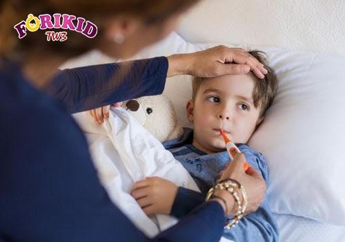 Thân nhiệt quá cao hoặc quá thấp thì mẹ cũng không nên đưa bé đi tiêm phòng