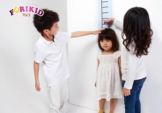 Trẻ bị chậm lớn do nguyên nhân di truyền khá ít gặp nhưng không phải là không có