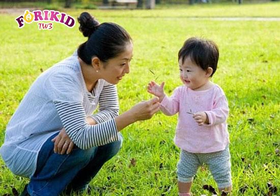 Vận động vừa giúp trẻ hết táo bón lại còn tăng sức đề kháng bé
