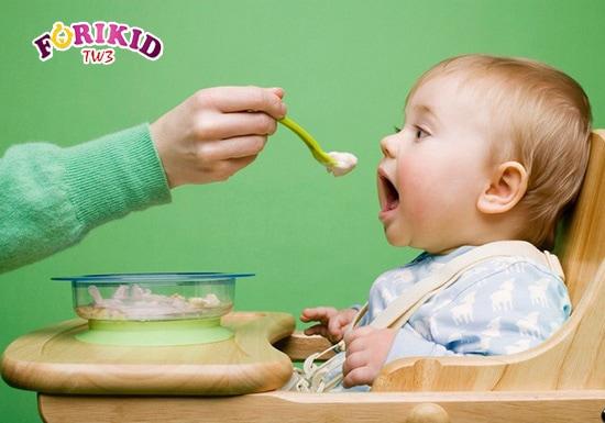 Chế độ dinh dưỡng thiếu chất xơ ảnh hưởng rất lớn tới khả năng tiêu hóa của trẻ