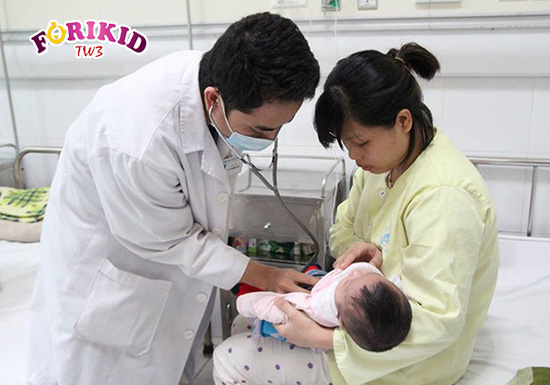 Cần đưa trẻ dưới 1 tuổi đi khám nếu như tình trạng táo bón diễn ra trong thời gian dài