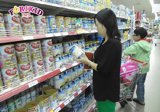 Chọn lựa sản phẩm sữa có thương hiệu và nguồn gốc rõ ràng giúp các mẹ yên tâm khi sử dụng cho bé