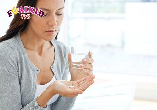 Việc mẹ đang cho con bú sử dụng các loại thuốc cũng ảnh hưởng tới thể trạng và khả năng tiêu hóa của trẻ