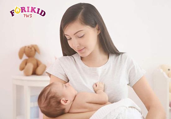 Giữ tâm lý thoải mái sẽ giúp cho mẹ ăn ngon miệng và tốt cho sức khỏe của mẹ hơn
