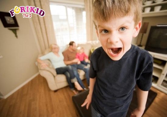 Trẻ chậm phát triển hành vi thường có những biểu hiện như tăng động, tự kỉ