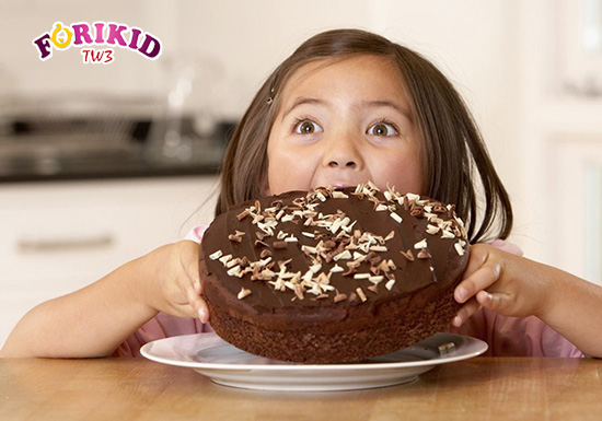 Việc trẻ ăn nhiều, ăn thừa chất dinh dưỡng không đồng nghĩa với việc trẻ sẽ tăng cân, lớn nhanh