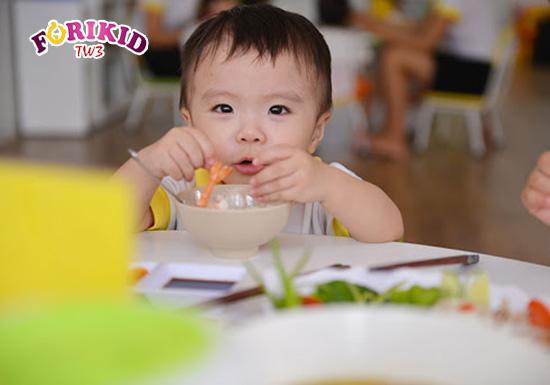 Chế độ dinh dưỡng tốt sẽ bồi bổ và giúp trẻ hồi phục sau ốm nhanh nhất