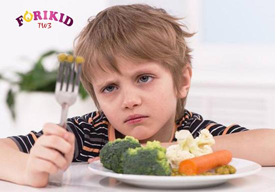 Trẻ chậm lớn sẽ có biểu hiện là chán ăn, không muốn ăn