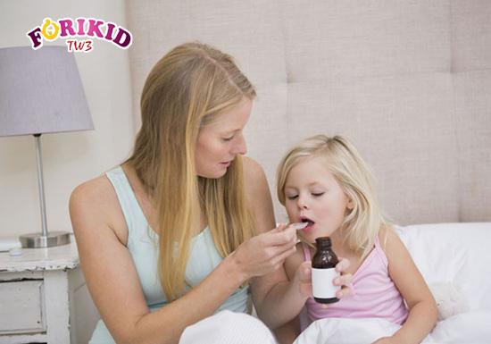 Mẹ cũng có thể cho bé sử dụng thuốc bổ để bổ sung dưỡng chất giúp trẻ mau lớn