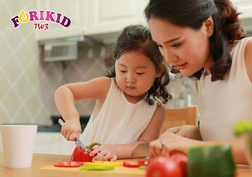 """Trẻ sẽ thích thú hơn với những món ăn mà mình có """"đóng góp công sức"""""""
