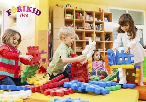 Khuyến khích trẻ vui chơi nhiều hơn với bạn bè