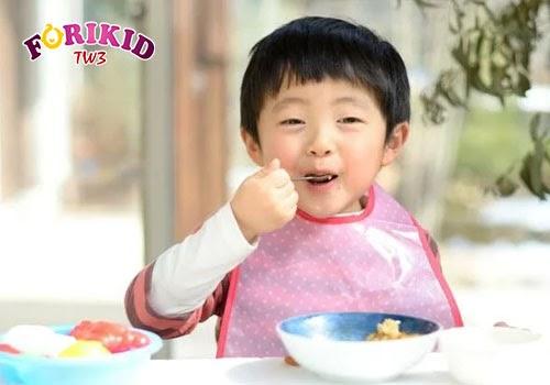 Thiết lập quy tắc bữa ăn giúp cho trẻ tập trung và ăn được nhiều hơn