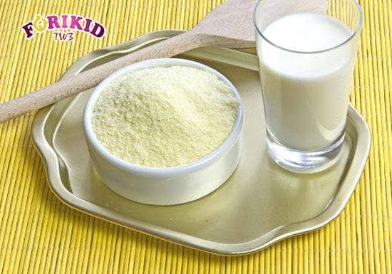 Nên lưu ý về thành phần sữa khi sử dụng cho trẻ để tránh khiến trẻ 3 tháng táo bón