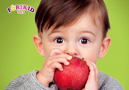 Hoa quả rất giàu Vitamin và chất xơ tốt cho hệ tiêu hóa của trẻ nhỏ