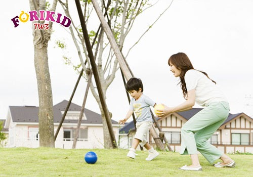 Vận động nhẹ khiến nhu động ruột hoạt động tốt và cải thiện táo bón ở trẻ 4 tuổi khá hiệu quả