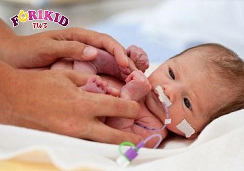 Những trẻ sinh non thường có nguy cơ bị chậm lớn, phát triển chậm hơn những trẻ khác